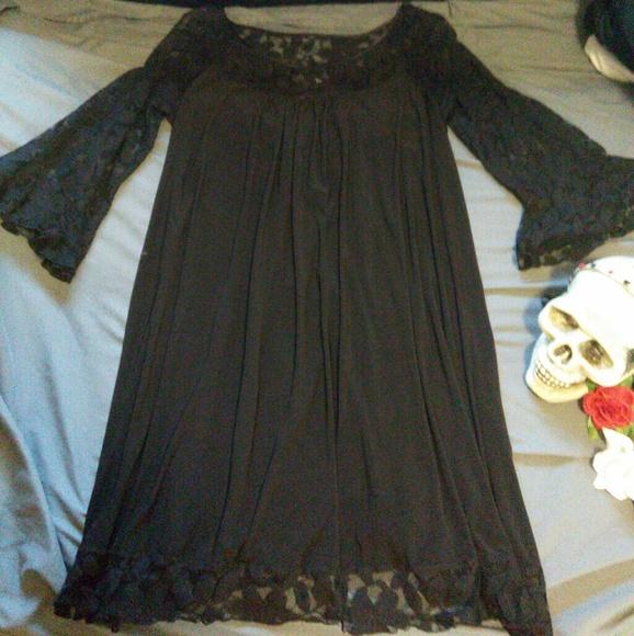 Beautiful Black Flower Flowing Plus Size Dress